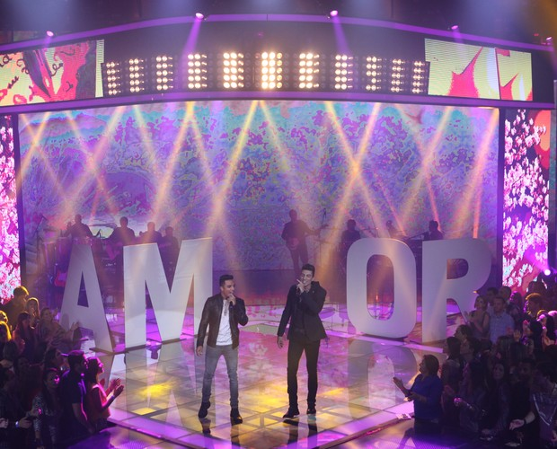 A dupla Danilo Reis e Rafael sobe ao palco cantando a música 'Pra Dizer Adeus', de Nando Reis e Tony Bellotto. (Foto: Isabella Pinheiro/Gshow)