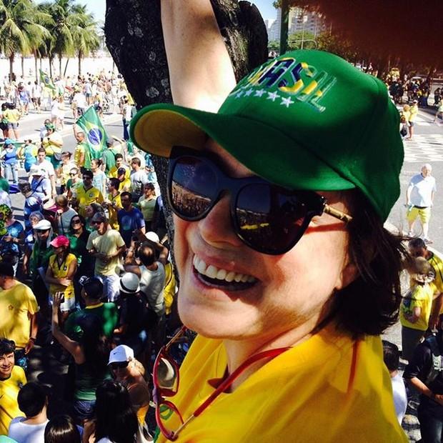 Regina Duarte na manifestação (Foto: Reprodução/Instagram)