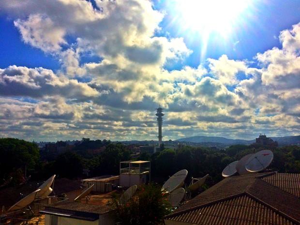 Sábado (20) serpa marcado pelas altas temperaturas e céu com poucas nuvens no RS (Foto: Lisiane Lisboa / G1 )