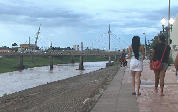 Moradores de Rio Branco contemplando as belezas locais (Foto: Reprodução TV Acre)