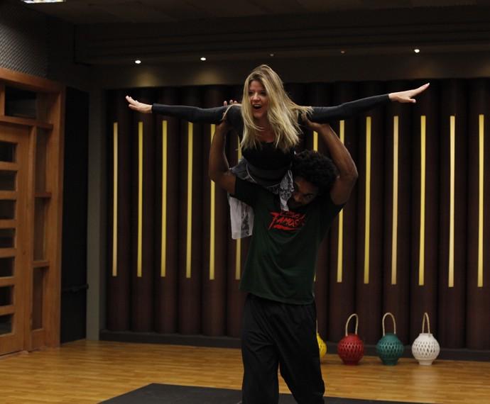 Mariana Santos voando no Dança (Foto: Artur Meninea/Gshow)