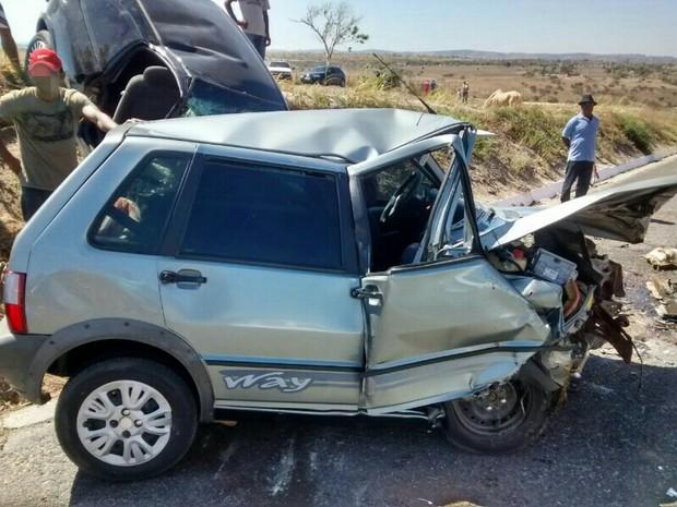 Acidente em Jucati, no Agreste de PE, deixou duas pessoas mortas  (Foto: Divulgação/ PRF)
