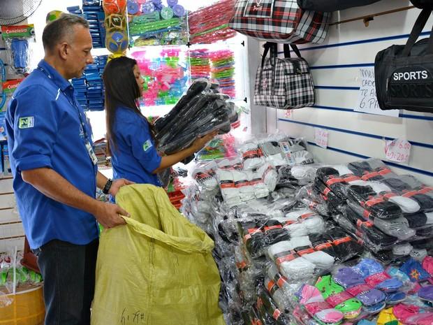 Cerca de 22 mil produtos sem certificação do Inmetro foram apreendidos na segunda-feira (15) (Foto: Daniel Landazuri/SSP-AM)