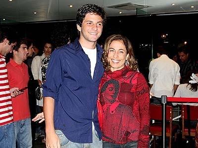 Cissa e o filho Rafael, morto em 2010. A justiça condenou à prisão os autores do atropelamento (Foto: Divulgação)