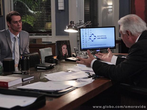 César pede para Eron ocupar o cargo de Félix no hospital (Foto: Amor `Vida / TV Globo)