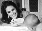 Natália Guimarães 'tieta' uma das filhas gêmeas