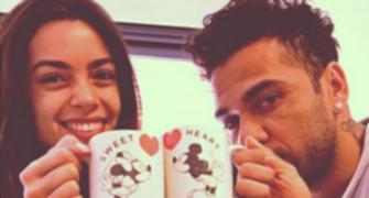 Dani Alves toma café da manhã a dois com a namorada, na Espanha (Reprodução)