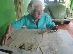 Maria de Lourdes ainda mantém a tradição de se corresponder por cartas (Foto: Lucivaine Borges)