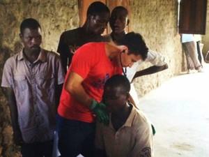 Médico capixaba é voluntário em país africano (Foto: Reprodução/TV Gazeta)