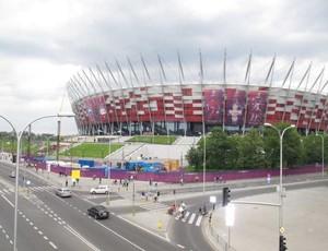 Localizado à beira do Rio Vistula, no centro de Varsóvia, o Estádio Nacional custou R$ 1 bilhão. Moderna arena possui fácil acesso para torcedores (Foto: Marcos Felipe / GLOBOESPORTE.COM)