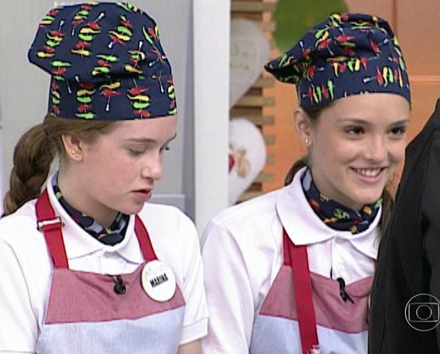 Isabelle Drummond e Marina Ruy Barbosa participaram do Super Chefinhos, em 2009 (Foto: TV Globo)