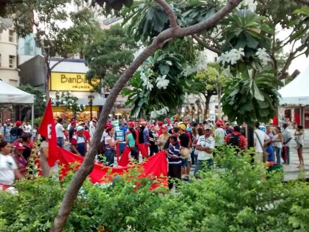 Protesto na praça do ferreira  (Foto: TV Verdes Mares/Reprodução)