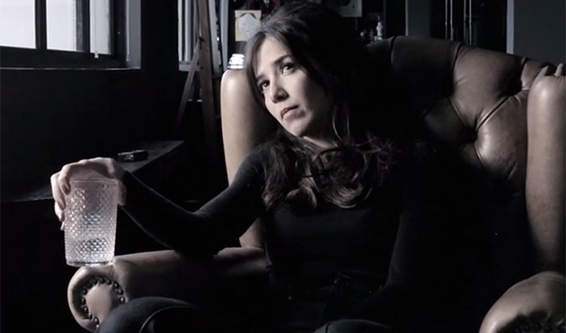 Marjorie Estiano no clipe de 'Me Leva' (Foto: Reprodução)