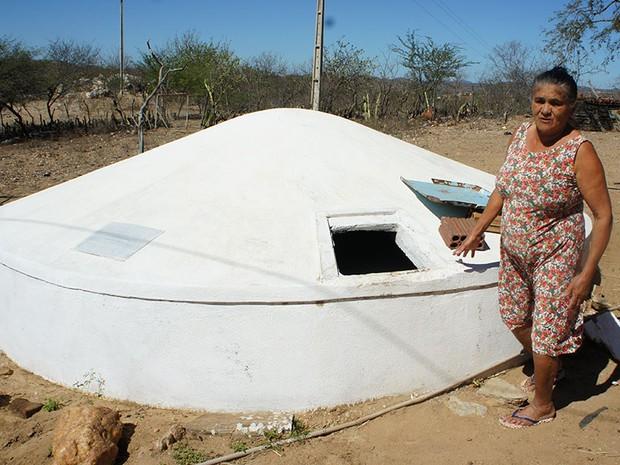 Aos 62 anos, a agricultora aposentada Maria das Graças Medeiros disse nunca ter visto uma estiagem tão castigante (Foto: Anderson Barbosa/G1)