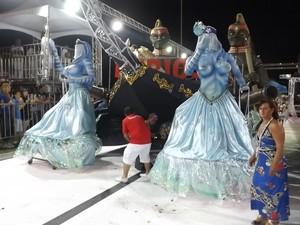 Escolas de samba de Sorocaba agitam sambódromo na primeira noite - Carnaval - Furiosa Real (Foto: Eduardo Ribeiro Jr./G1)
