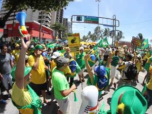 Protesto contra Dilma no Recife (Foto: Adelson Costa/Pernambuco Press)
