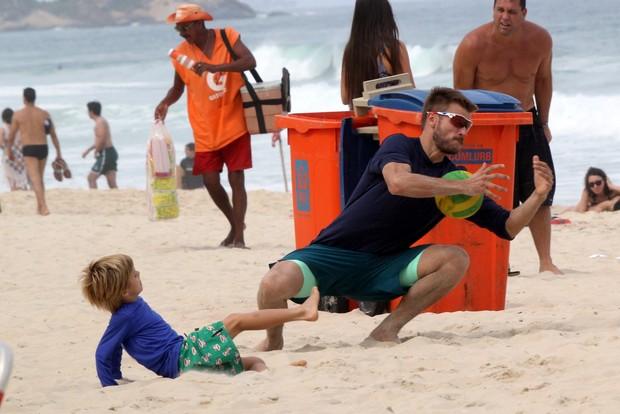 Rodrigo Hilbert com os filhos (Foto: J.Humberto / AgNews)