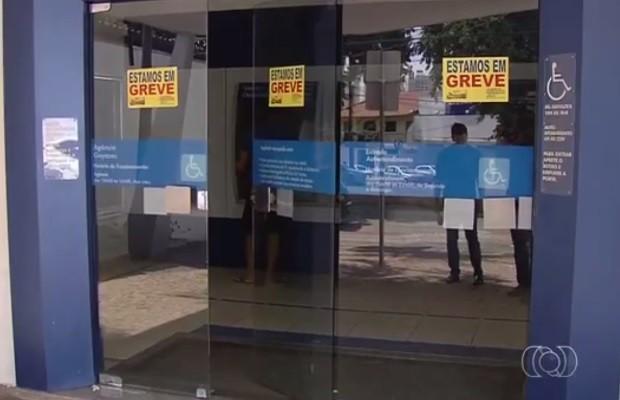 Greve se encerra em agências privadas e no BB, mas Caixa continua Goiás (Foto: Reprodução/ TV Anhanguera)