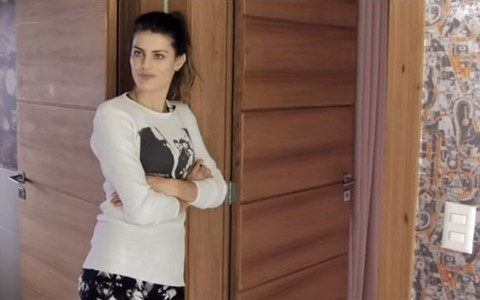 Isabeli Fontana mostra sua casa em Florianópolis e fala sobre a carreira
