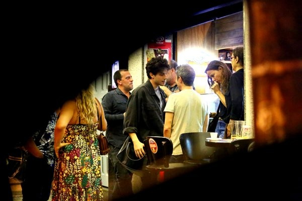 Elenco de Império comemora o Emmy em bar na Gávea (Foto: AgNews)