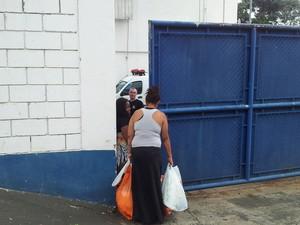 Presas retornam ao Centro de Ressocialização de Piracicaba (Foto: Fernanda Zanetti/G1)