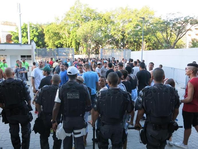 Vascaínos retirados setor norte Botafogo x Vasco (Foto: Edgard Maciel de Sá/GloboEsporte.com)