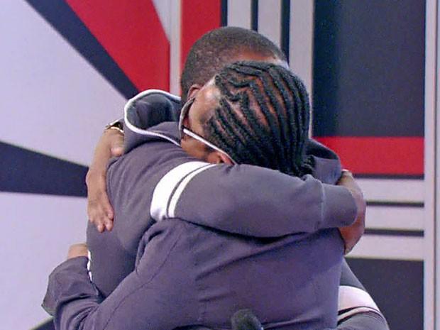 Seu Jorge abraça o amigo de anor, Xande  (Foto: TV Globo)