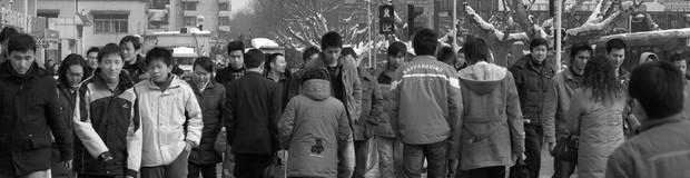 Chineses cruzando a rua na cidade de Nanjing. A China é um dos países mais populosos do planeta. (Foto: Stougard/Wikimedia Commons)