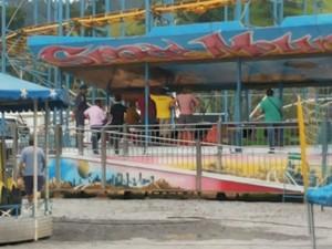Perícia em parque de diversões em Juiz de Fora (Foto: Augusto Medeiros/G1)
