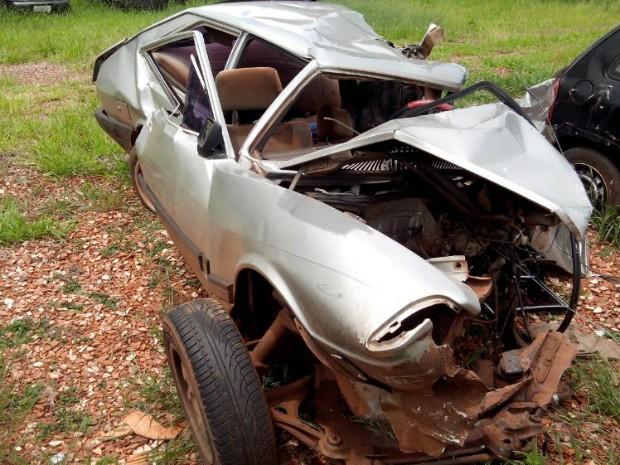 Dois seis passageiros do veículo, apenas dois sobreviveram (Foto: Carlos Alberto Soares/ TV TEM)