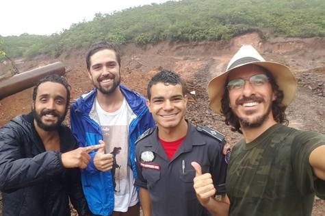 Felipe Ufo, Michel Coeli e Rodrigo Cebrian com o tenente Marcos (Foto: Arquivo pessoal)