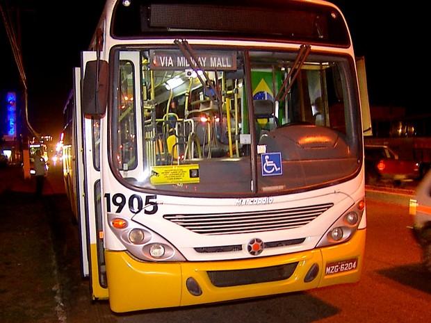 Ônibus assaltado fazia a linha 60, entre os conjuntos Pajuçara e Mirassol, em Natal (Foto: Reprodução/Inter TV Cabugi)