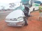 Jovem morre após acidente entre carro e ônibus na BR-116, na Bahia