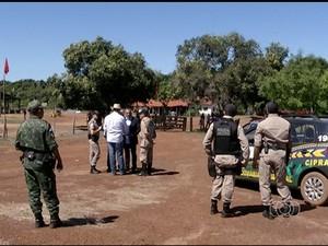 MST afirma que vai lutar 'Até as últimas consequências', para que área seja desapropriada (Foto: Reprodução/TV Anhanguera)