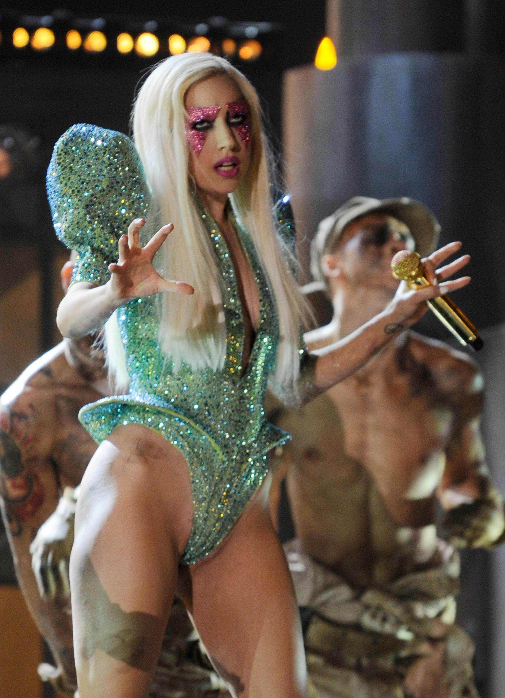 A primeira aparição de Lady Gaga na lista: como alienígena no Grammy de 2010. (Foto: Getty Images)