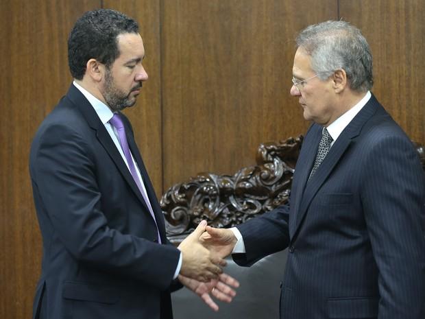 O presidente do Senado, Renan Calheiros (PMDB-AL), recebe em seu gabinete o ministro interino do Planejamento, Dyogo Oliveira (Foto: Fabio Rodrigues Pozzebom/Agência Brasil)