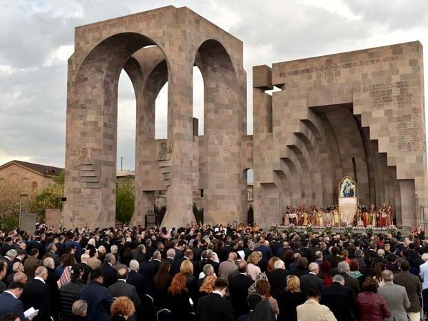 Cerimônia da Igreja Ortodoxa nesta quinta-feira (23) canoniza as vítimas dos massacres de armênios ocorridos entre 1915 e 1917 (Foto: AFP PHOTO / KIRILL KUDRYAVTSEV)