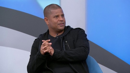 Marcelinho Carioca se diz o melhor cobrador de faltas do mundo