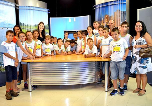 Alunos do colégio Profª Anna de Mello, de Regente Feijó (Foto: Marketing / TV Fronteira)