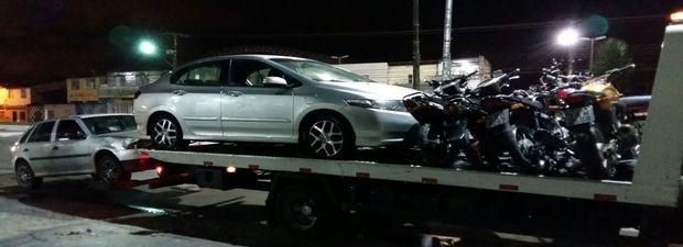18 veículos com o licenciamento vencido foram apreendidos (Foto: CPTran/Divulgação)