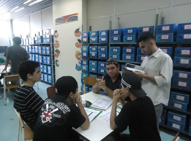"""Grupo de jogadores monta """"mesa"""" para desenvolver histórias. (Foto: Divulgação)"""