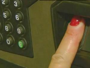 Voto biométrico em Águas de São Pedro (Foto: Reprodução/EPTV)