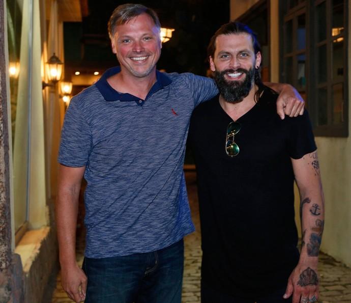 Henri Castelli posou ao lado do diretor João Boltshauser (Foto: Raphael Dias / Gshow)