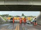 Carro cai de viaduto em Lençóis Paulista e mulheres ficam feridas