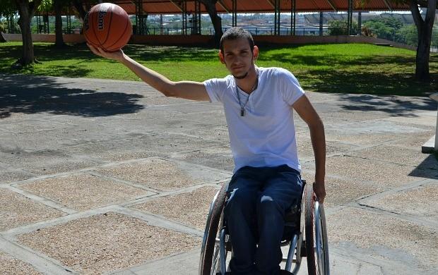 Valmir amazonense cadeira de rodas (Foto: Wal Lima/Sejel)
