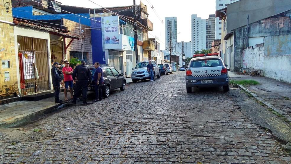 Corpo foi encontrado na Zona Leste de Natal nesta quarta-feira (12) (Foto: Marksuel Figueredo/Inter TV Cabugi)