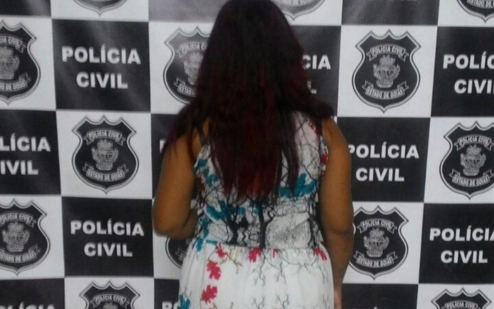 Jovem de 18 anos é preas transportando droga na bolsa da filha, de 1 ano (Foto: Divulgação/Polícia Civil)