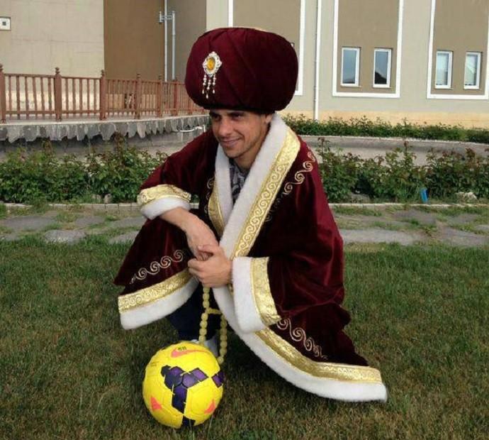 """BLOG: Ex-lateral da Seleção, Cicinho se veste de """"rei das assistências"""" na Turquia"""
