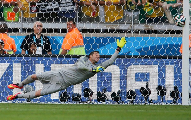 Julio Cesar Jara brasil x chile (Foto: Reuters)