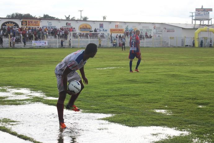 Barras x Piauí - Campo do Juca Fortes vira pasto (Foto: Josiel Martins )